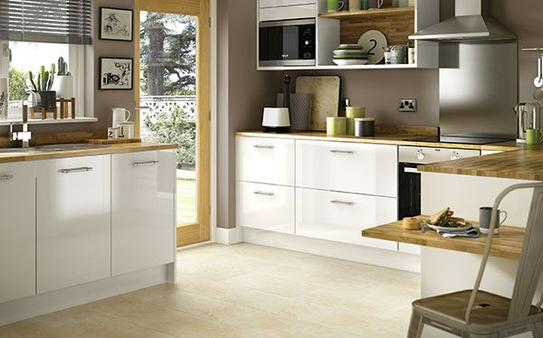 Benchmarx Options Plus fitted kitchen