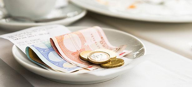 Travel moneytipping abroad 442221