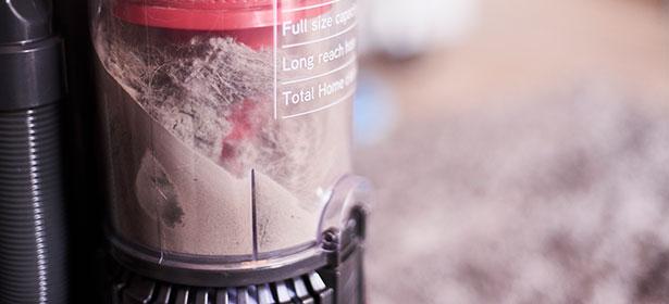 Vacuum cleaner dust container