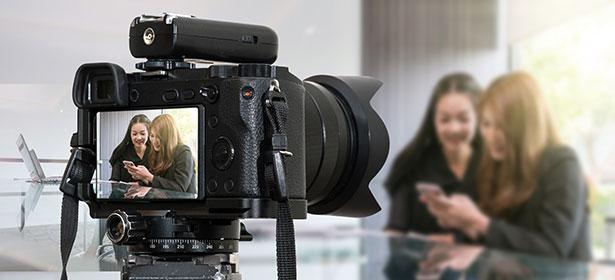 Mirrorless cameras photographing