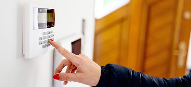 Setting a burglar alarm 465031