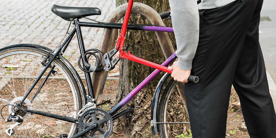 cutting bike lock with bolt cutters