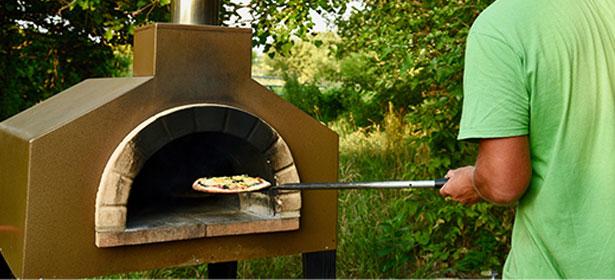 Freestanding pizza oven