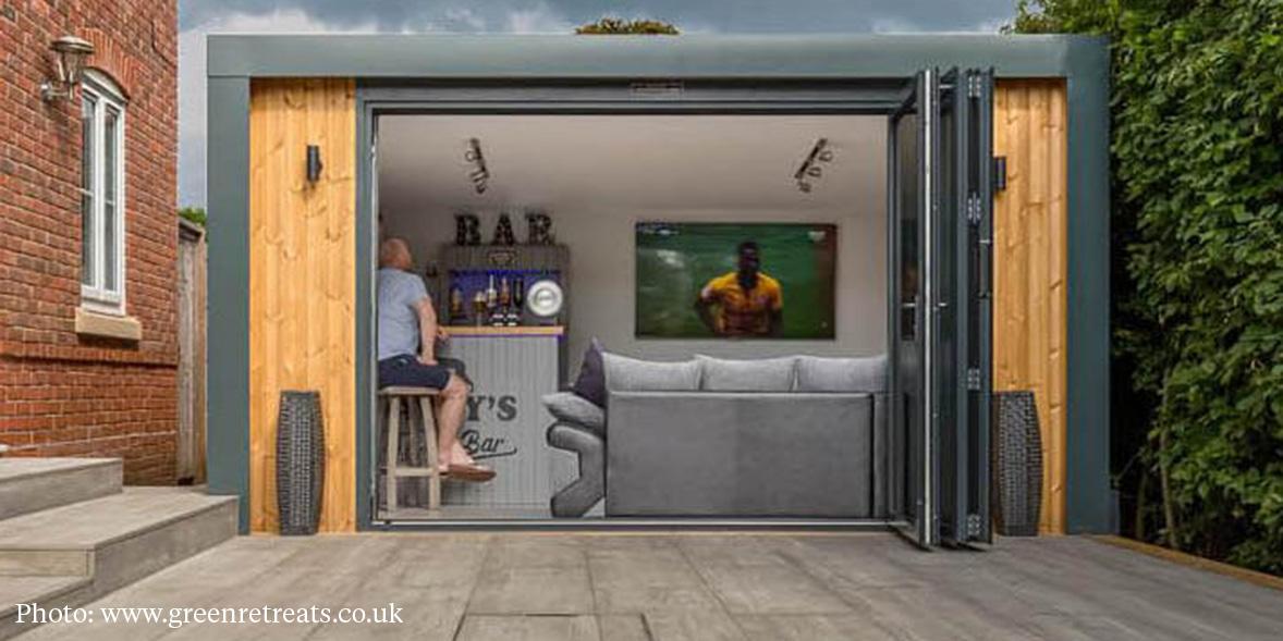 Garden room with bar