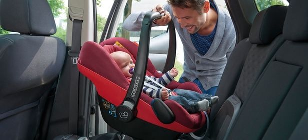 Dad putting Maxi Cosi infant carrier in car
