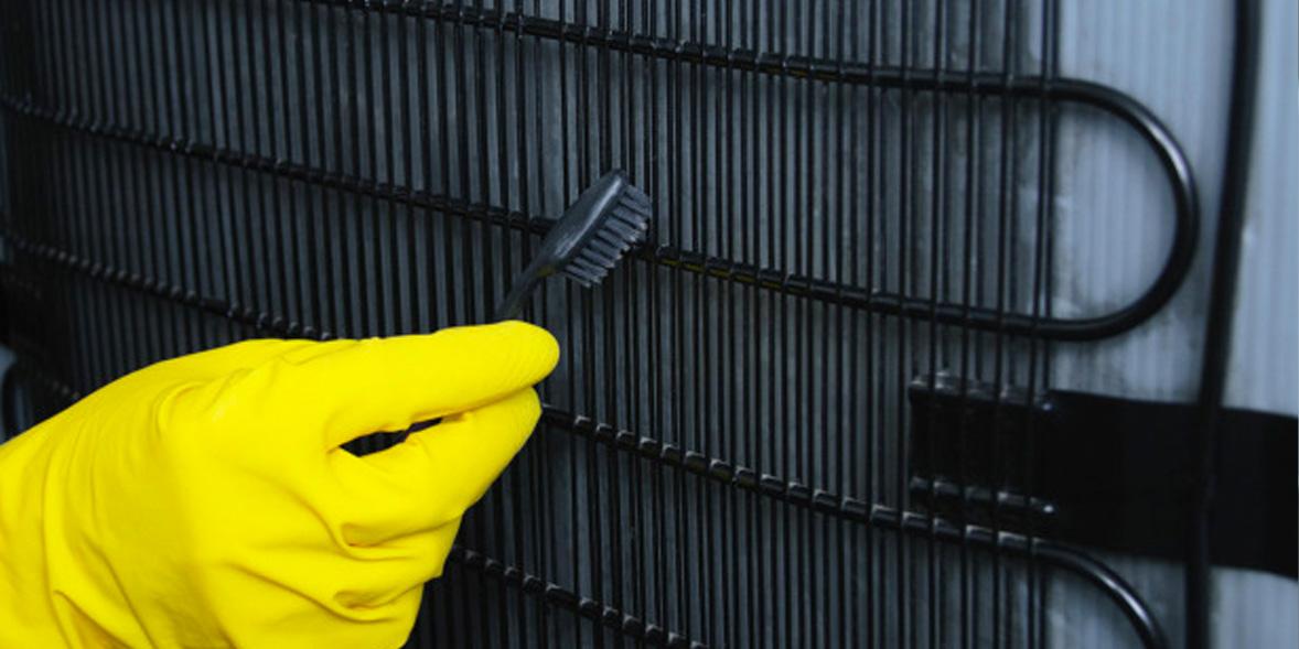 Cleaning fridge condenser coils