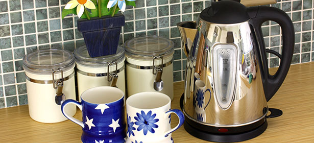 Kettle with cups of tea
